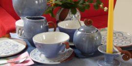 Tee- und Kaffeetassen, Teekanne in Farbe RingelBalu, Gedeckter Tisch